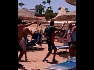 арабы жгут на пляже Домина Корал Бей