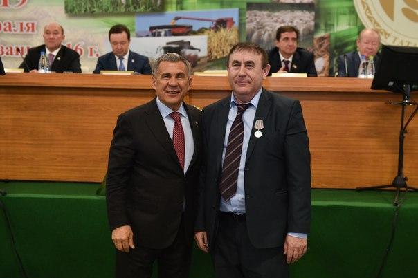 Рустам Минниханов вручил награду руководителю агрофирмы Чистополя