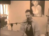 Deo plays piano and sings music live italian song