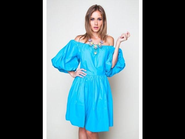 Платье с открытыми плечами и со сборкой