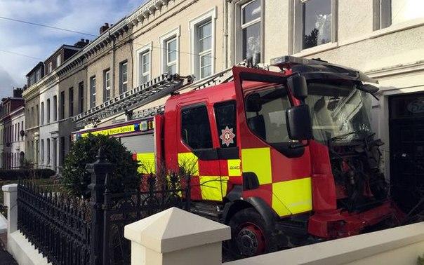 Пенсионер и подросток украли пожарную машину