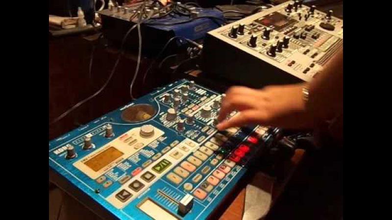 Recording a Techno track on Roland MC-505 and Korg EMX-1