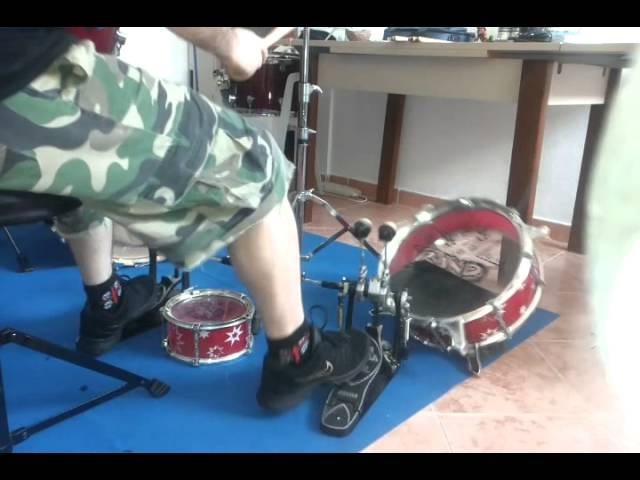 Brutal Death drummer VS Mini drum kit ! » Freewka.com - Смотреть онлайн в хорощем качестве