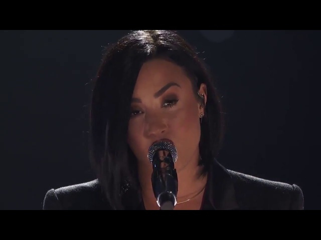 Demi Lovato Brad Paisley - Stone Cold (Live At The 2016 iHeartRadio Music Awards)