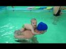 """""""Покатай меня , большая черепаха""""- вот так веселимся с папами на занятиях по грудничковому плаванию!"""