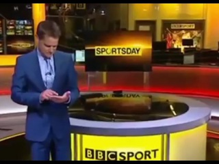 Телеведущий воспользовался своей ладонью, как планшетом в прямом эфире - Первый по срочным новостям — LIFE | NEWS