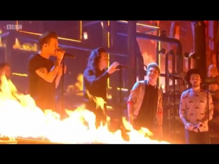 One Direction - Drag Me Down-BBC music awards 2015