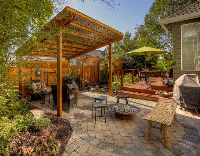 Как украсить двор возле дома