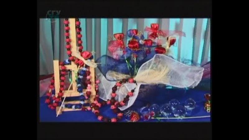 Делаем подарки: мохеровые бусы и цветочный букет из конфет. Мастер класс. Наташа Фохтина