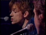 Damon Albarn and Ray Davies perform Waterloo Sunset