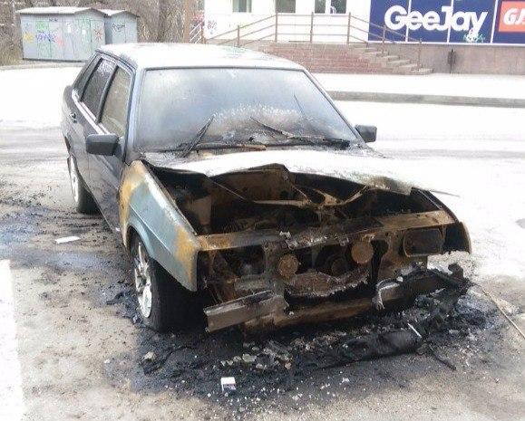 Сегодня ночью в Таганроге на парковке ТЦ «Москва» сгорел «ВАЗ-21099»