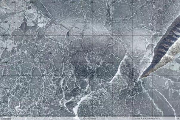 На льду Байкала появилось новое кольцо