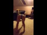 Шлюхи Periscope 18+|Тверк,Юля трясет жёпой и сиськами в прямом эфире на камеру