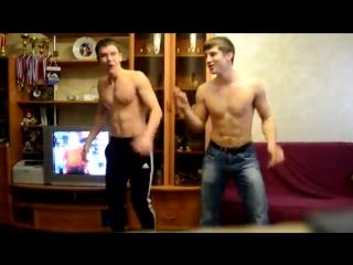 Парни клево танцуют!!!!!!!!