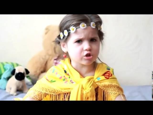 Маленькая девочка читает стих про русских женщин