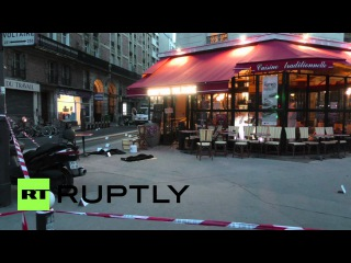 Франция: Судебно-медицинские эксперты осматривают тело за пределами кафе шахида