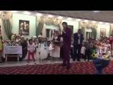 Это видео взорвало казнет. Тамада на казахской свадьбе.