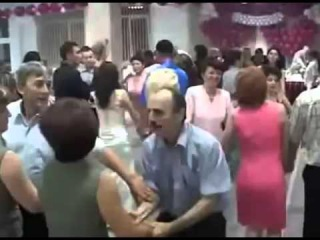 Azer slaps woman while dancing - Азер дал пощечину женщину во время танца