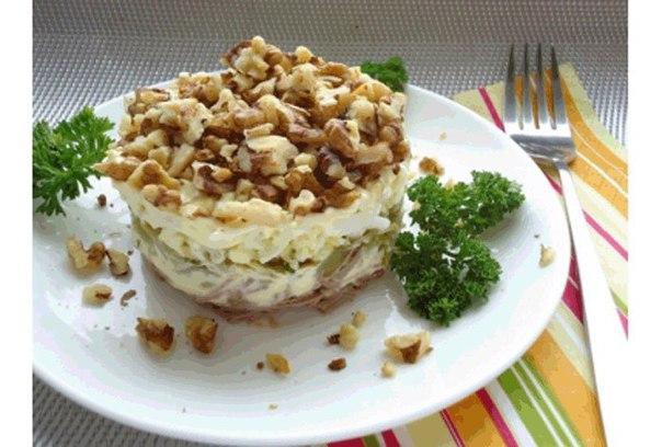 Салат с грецкими орехами курицей и огурцом