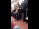 Крис Айзек в метро