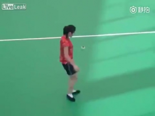 LiveLeak - Woman performs with a shuttlecock