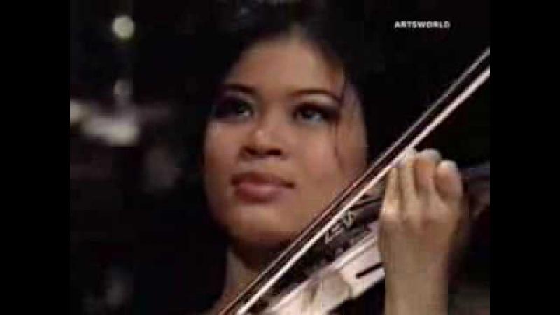 Vanessa-Mae plays Toccata and Fugue