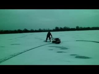 выкрутасы на льду с мотобуксировщиком