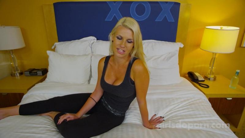 Blonde girl from Europe Sunny Diamond enjoys an hardcore sex № 82703 бесплатно
