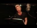 Джон Бон Джови исполняет песню о любви на китайском языке