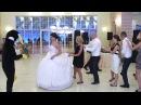 Смешной танец с пингвином на свадьбе