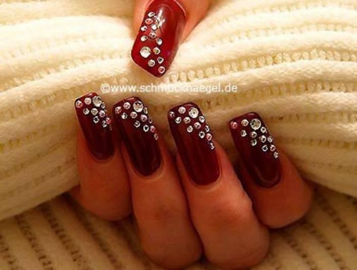 Ногти красные со стразами дизайн фото