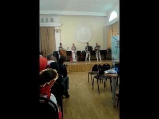 Даша Кобякова  8 лет поет песню Ванюшка