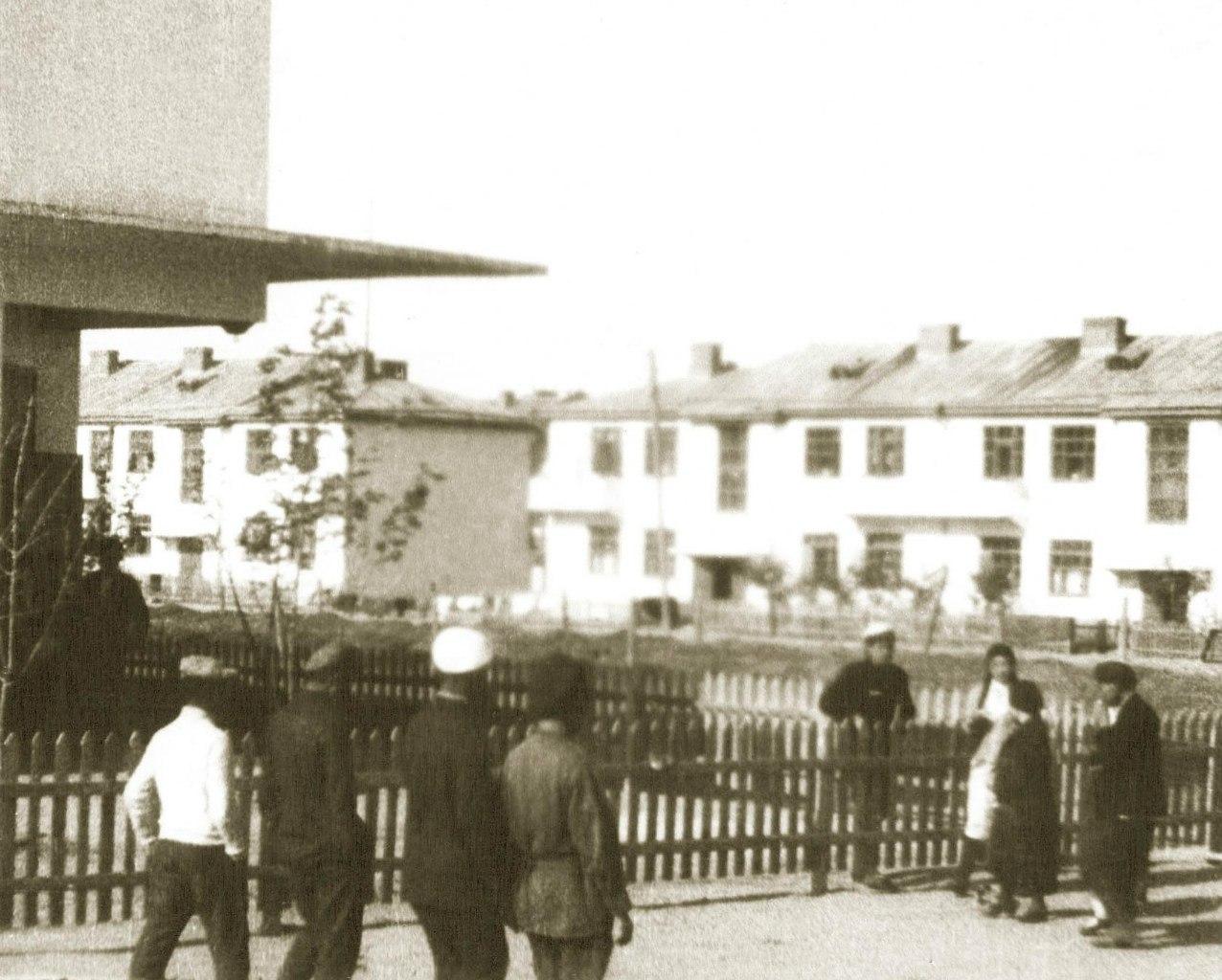 На перекрестке настоящих улиц Губаревича-Ленина. На месте жилых домов сейчас Ростелеком. 1933 год.