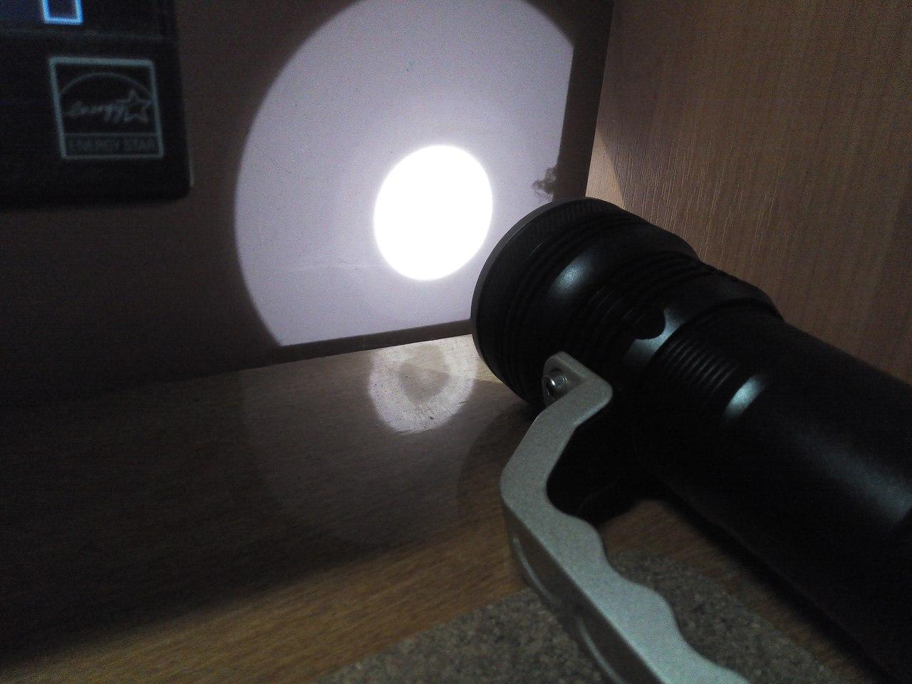 Другие - Китай: Дальнобойный фонарь от Romisen со всем нужным комплектом