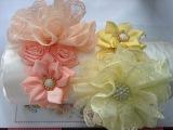 Diadema con flor de encaje y liston