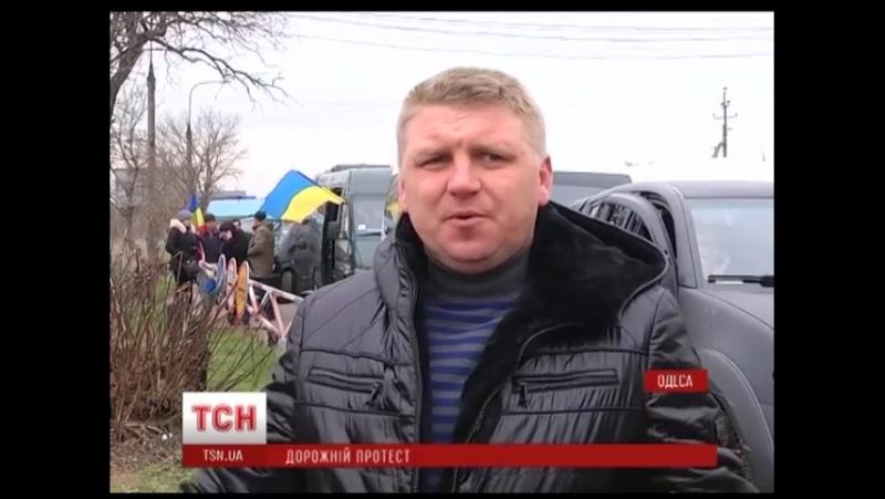 001_В Одесі будівлю обласної адміністрації обклали автомобільними шинами_480p