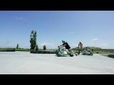 На моторизованном дрифт трайке по городу в Новой Зеландии