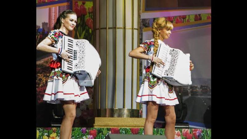 Самые красивые аккордеонистки России-дуэтЛюбАняДОРОГОЙ ДЛИННОЮ [accordion,harmonica,баян]
