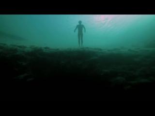 Фридайвер ныряет в самое глубокое отверстие на дне моря в мире!