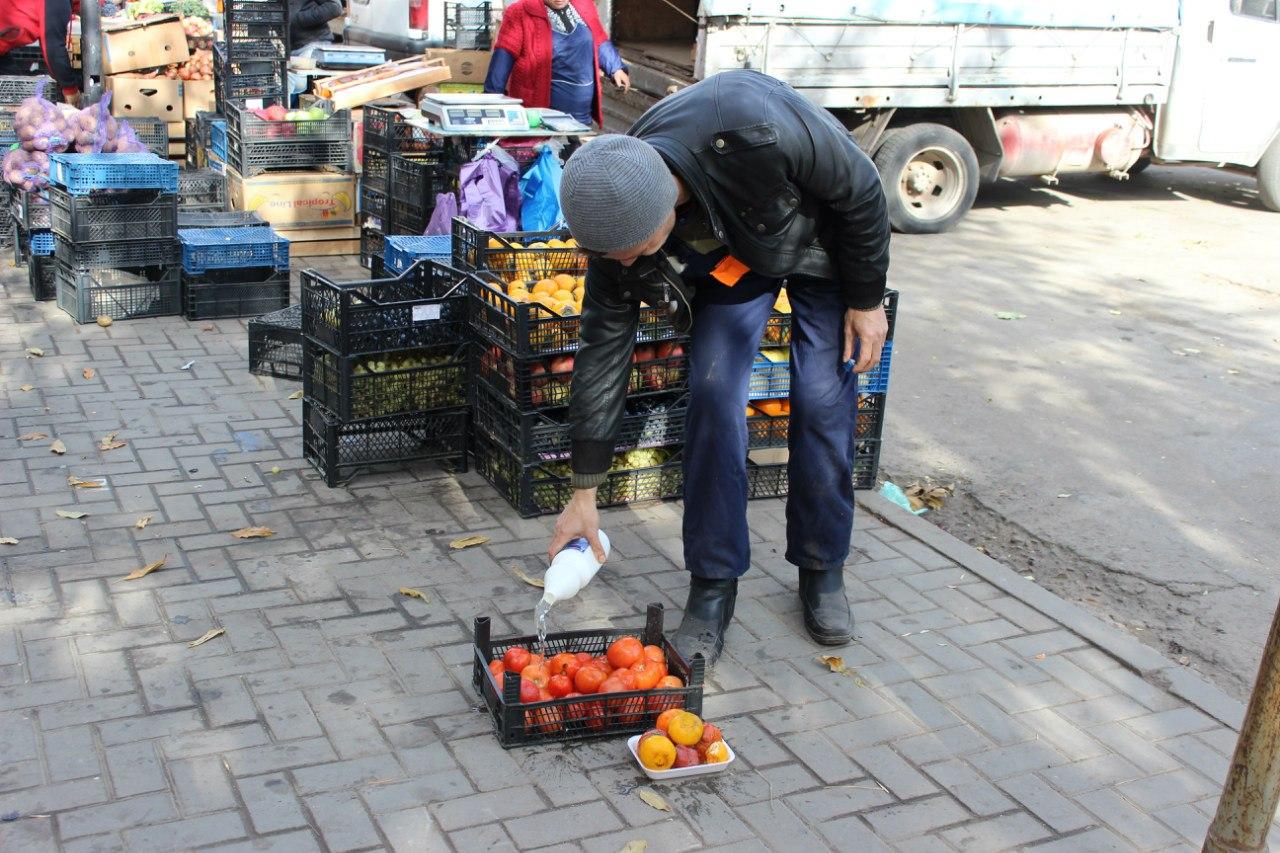 В Ростове ветиспекторы предотвратили реализацию 500 кг овощей и фруктов сомнительного качества