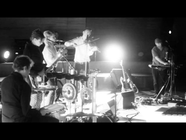 UNDER BYEN - Live from Copenhagen : DEN HER SANG HANDLER OM AT FÅ DET BEDSTE UD AF DET