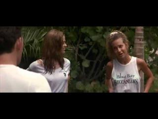 Молодая и сексуальная Дениз Ричардс в мокрой футболке