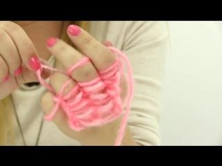 Веснушка и Оля вяжут шарфик пальчиками. Поделки своими руками!