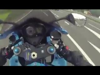 Polise Teker Yapan Motosikletli