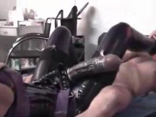 Фистинг ногой мужику, фото яростная дрочка