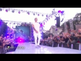 Justin Bieber Performs Sorry