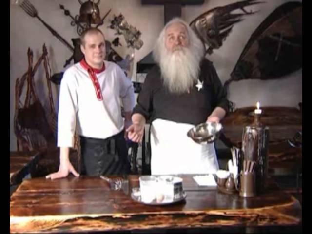 Кафе Кузня Александр Лысяков готовит каравайцы