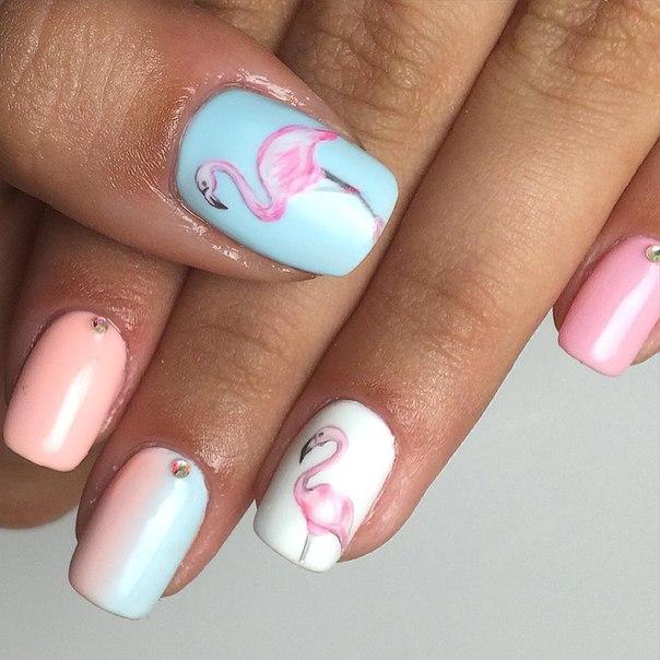 Дизайн на ногтях фламинго