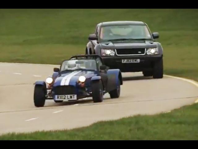 Land Rover Bowler EXR S v Caterham Seven Supersport race