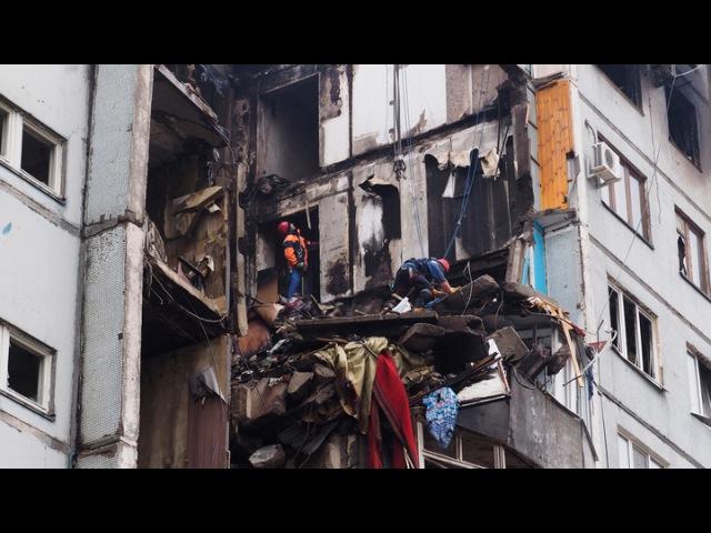 Вести.Ru: Стен нет, плиты в воздухе: полуразрушенный дом в Волгограде будет снесен